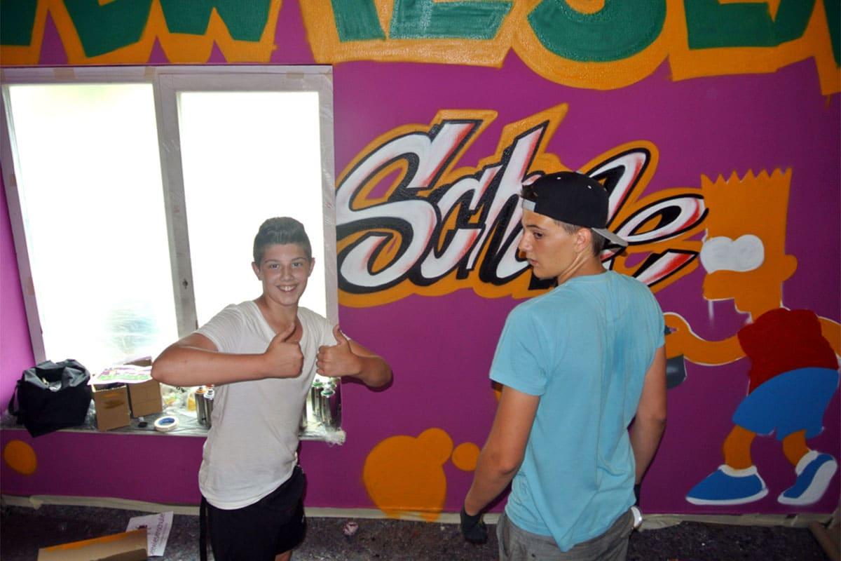 Graffiti Workshop Seewiesenschule Esslingen. Mit den Schülern besprühten wir das Treppenhaus mit einem coolen Graffiti