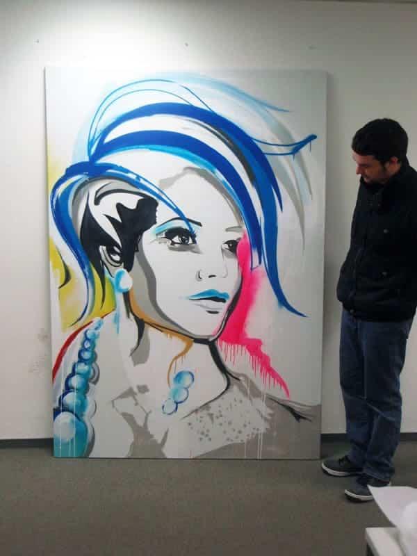 Jan sprühte eine Graffiti Portrait Leinwand für den Mollo Munkelt Friseursalon in Gerlingen. Das stylische Gemälde verschönert nun den Salon