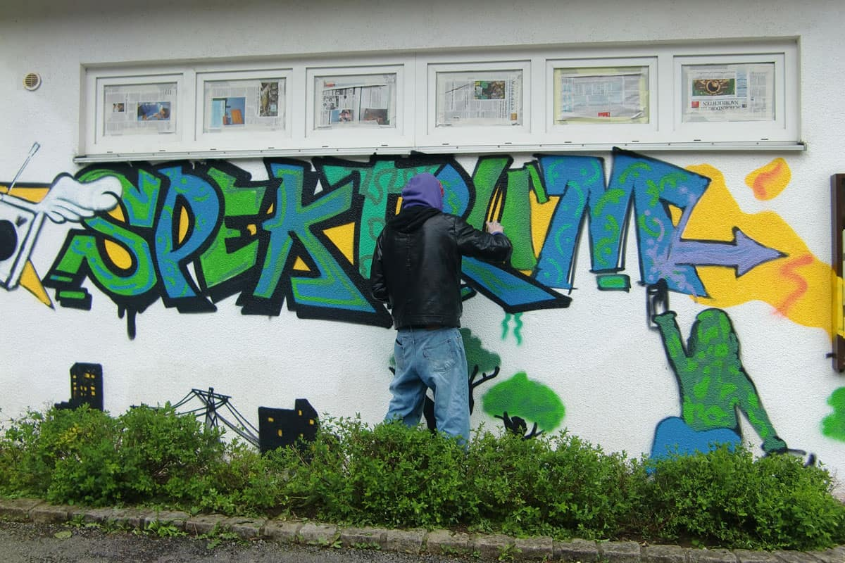 Für das Jugendhaus Spektrum in Remshalden wurde Graffiti Stuttgart beauftragt, einen Graffiti Workshop für die Kids zu organisieren.