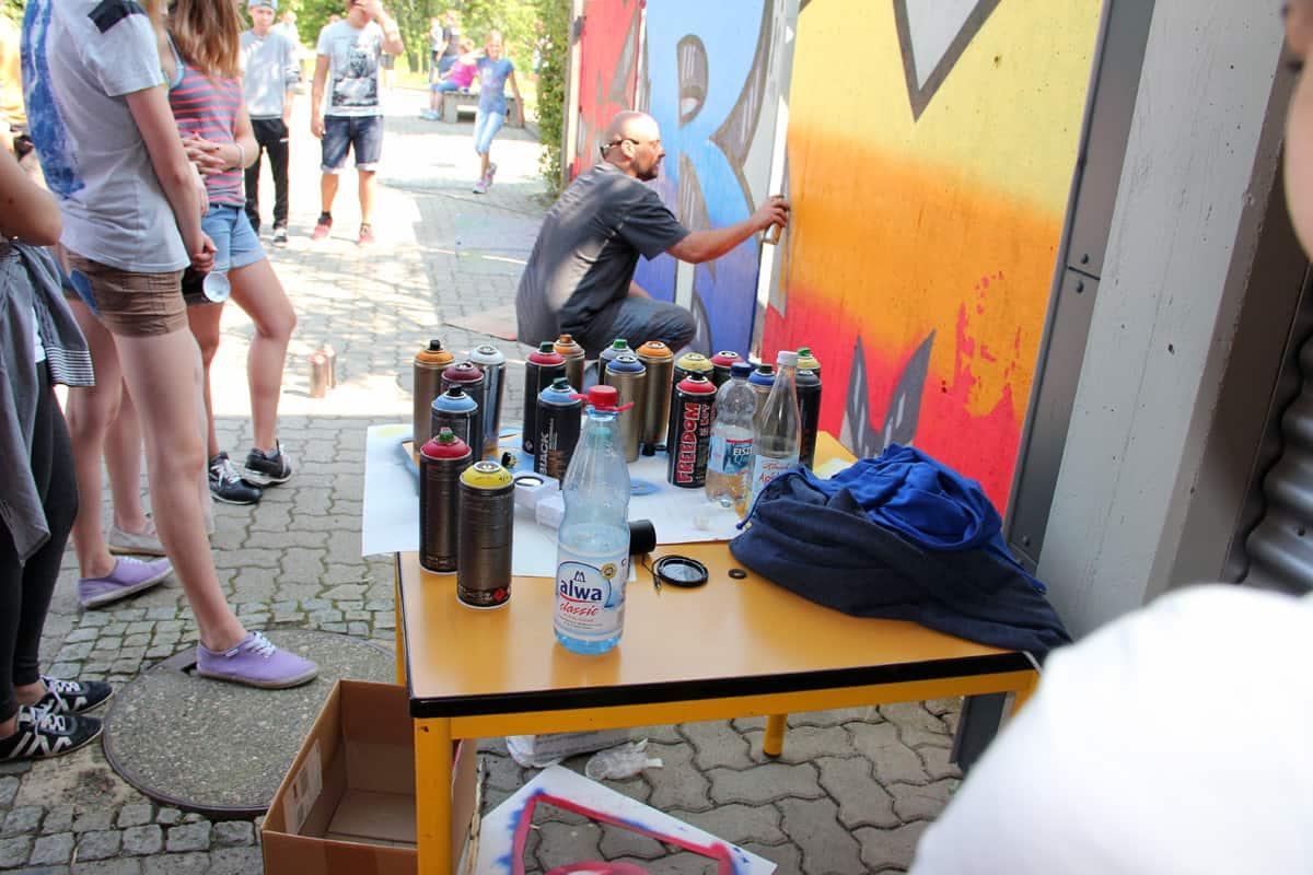 Mit den Schülern der Schönbein-Realschulein Metzingen haben wir in einer Projektwoche der Schule das Schulgelände mit Graffitis verschönert.
