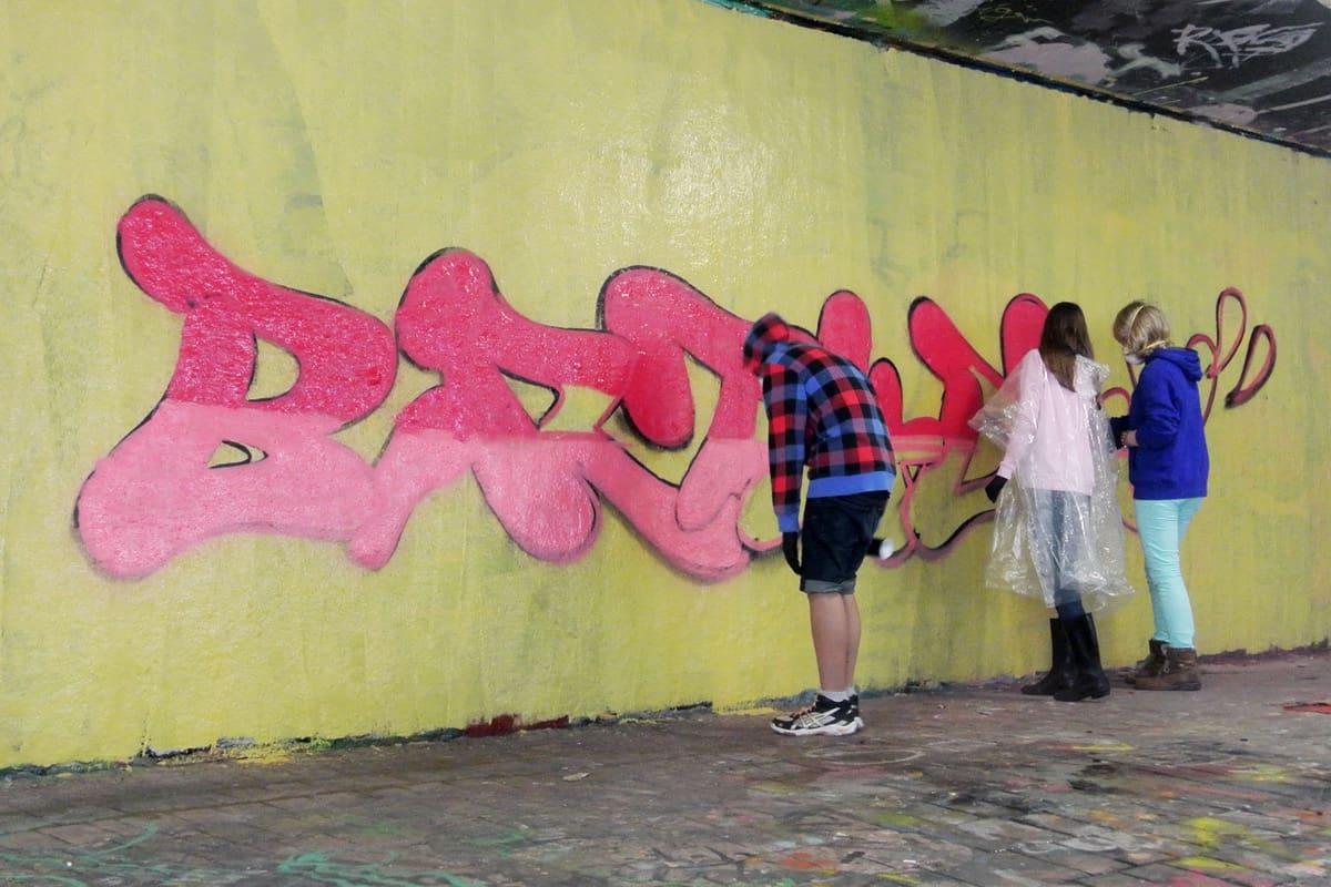 Zum 12. Geburtstag von Gesche haben wir von Graffiti Stuttgart mit Ihr und Ihren Gästen einen coolen Graffiti-Kindergeburtstag gefeiert.