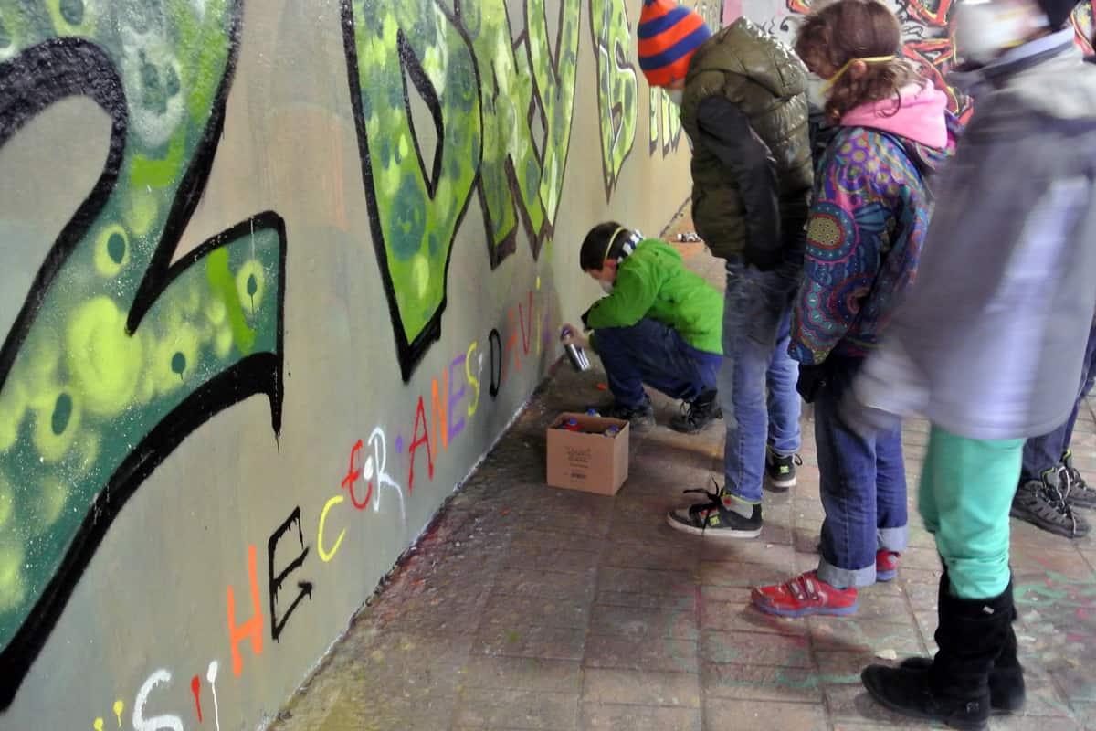 Um den 11. Geburtstag von Hector gebührend zu feiern, haben wir mit ihren Gästen ein coolen Graffiti Kindergeburtstag geplant