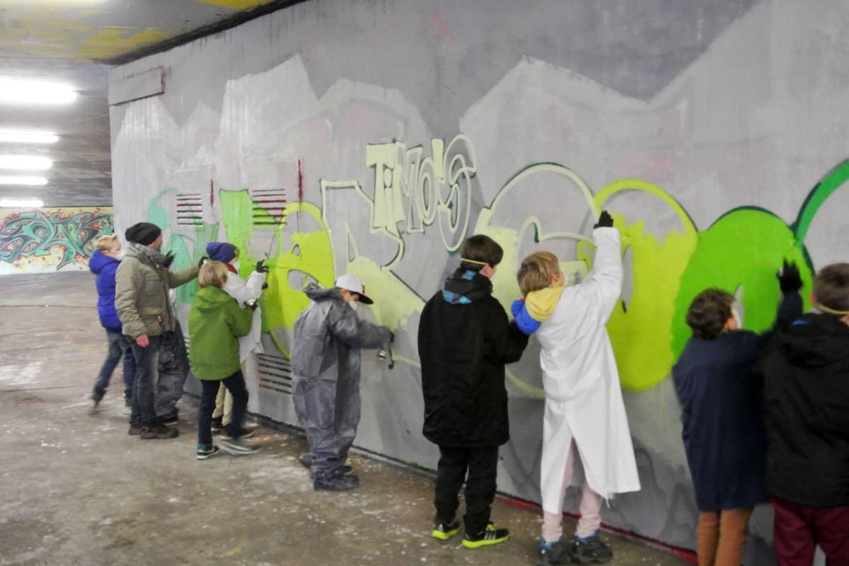 Graffiti Kindergeburtstag Stuttgart Um den 8. Geburtstag von Timo zu feiern, haben wir mit seinen Gästen ein cooles Graffiti gemalt.