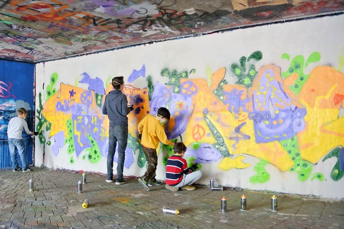 Um den 10. Geburtstag von Julian gebührend zu feiern, haben wir mit ihren Gästen ein coolen Graffiti kindergeburtstag geplant