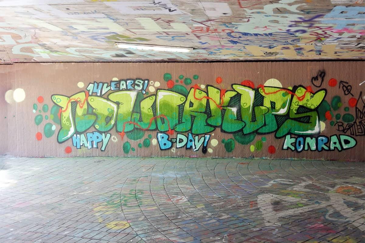 Um den 14. Geburtstag von Konrad gebührend zu feiern, haben wir mit ihren Gästen ein coolen Graffiti kindergeburtstag geplant
