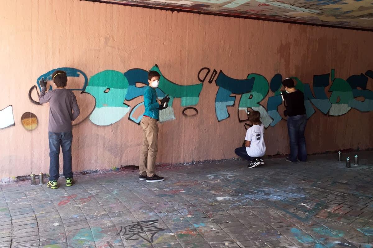 Um den 13. Geburtstag von Julian gebührend zu feiern, haben wir mit ihren Gästen ein coolen Graffiti kindergeburtstag geplant