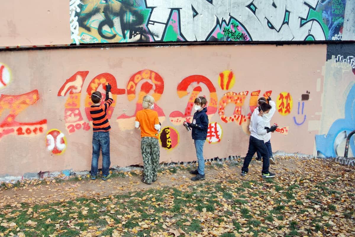 Um den 10. Geburtstag von Moritz gebührend zu feiern, haben wir mit ihren Gästen ein coolen Graffiti Kindergeburtstag geplant