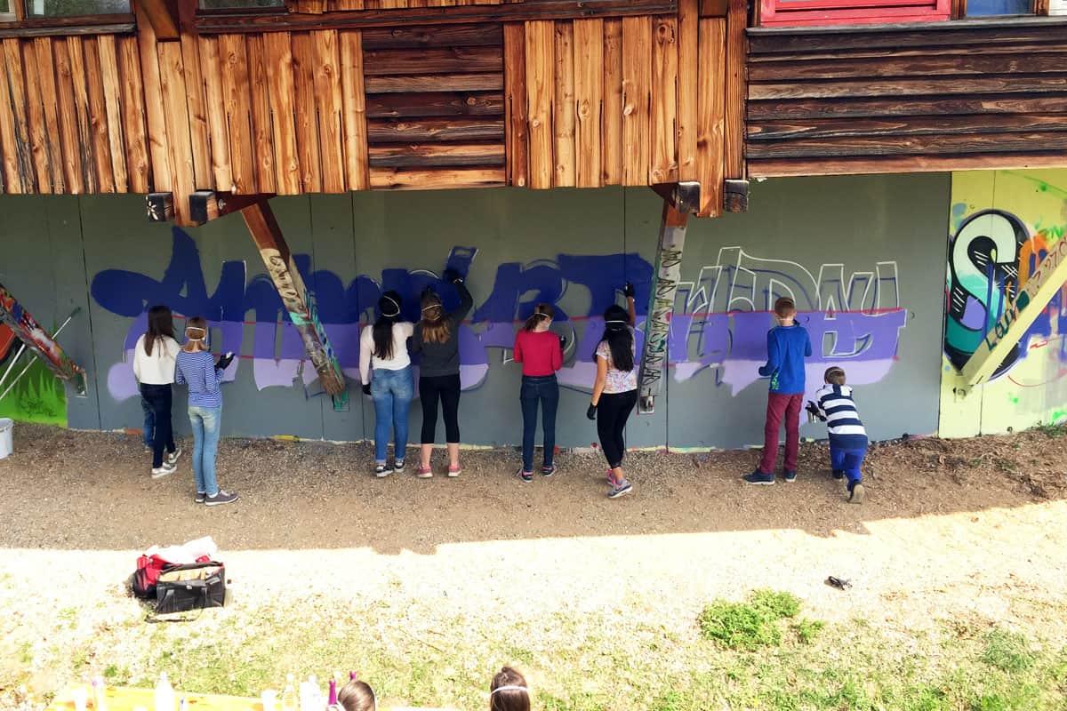 Zum 13. Geburtstag von Anna haben wir von Graffiti Stuttgart mit Ihr und Ihren Gästen einen coolen Graffiti-Kindergeburtstag gefeiert.