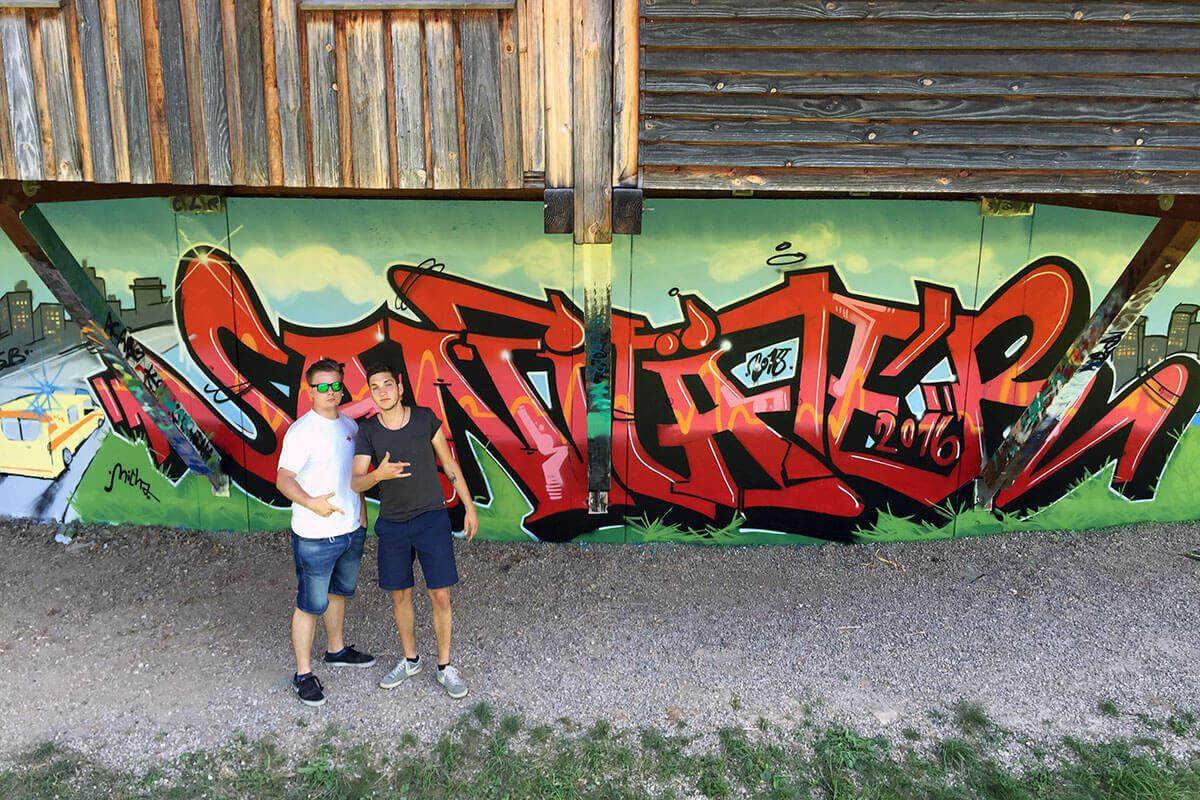 GRAFFITI STUTTGART hat in Zusammenarbeit mit Frau Ohnemus vom Arbeiter-Samariter-Bund Baden-Württemberg e.V. einen coolen Graffiti-Workshop für eine FSJler-Crew organisiert.