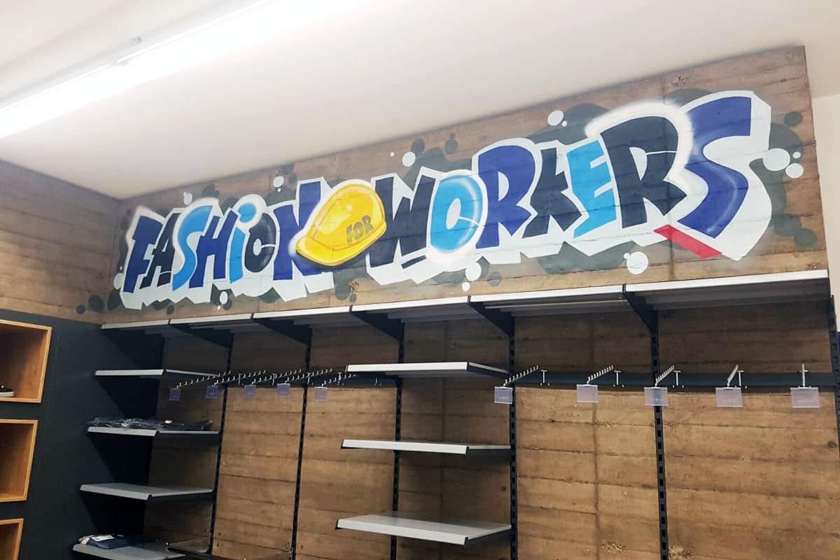 Die Azubis von der Albert Berner haben uns beauftragt Bereiche ihres neuen Kundenshops in Künzelsau mit Graffiti zu gestalten.