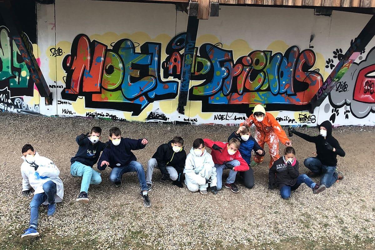 Um den 13. Geburtstag von Noel gebührend zu feiern, haben wir mit ihren Gästen ein coolen Graffiti Kindergeburtstag geplant