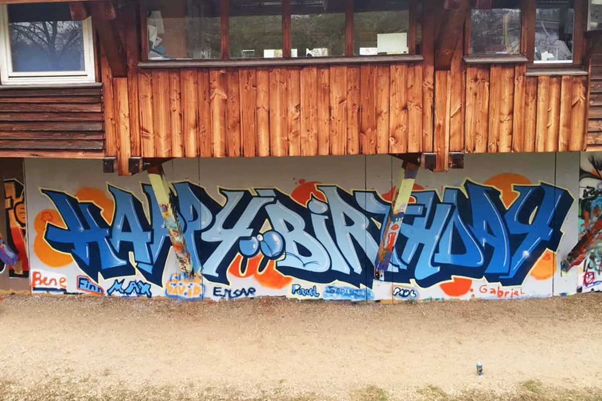 Um den 11. Geburtstag von Paul gebührend zu feiern, haben wir mit ihren Gästen ein coolen Graffiti Kindergeburtstag geplant