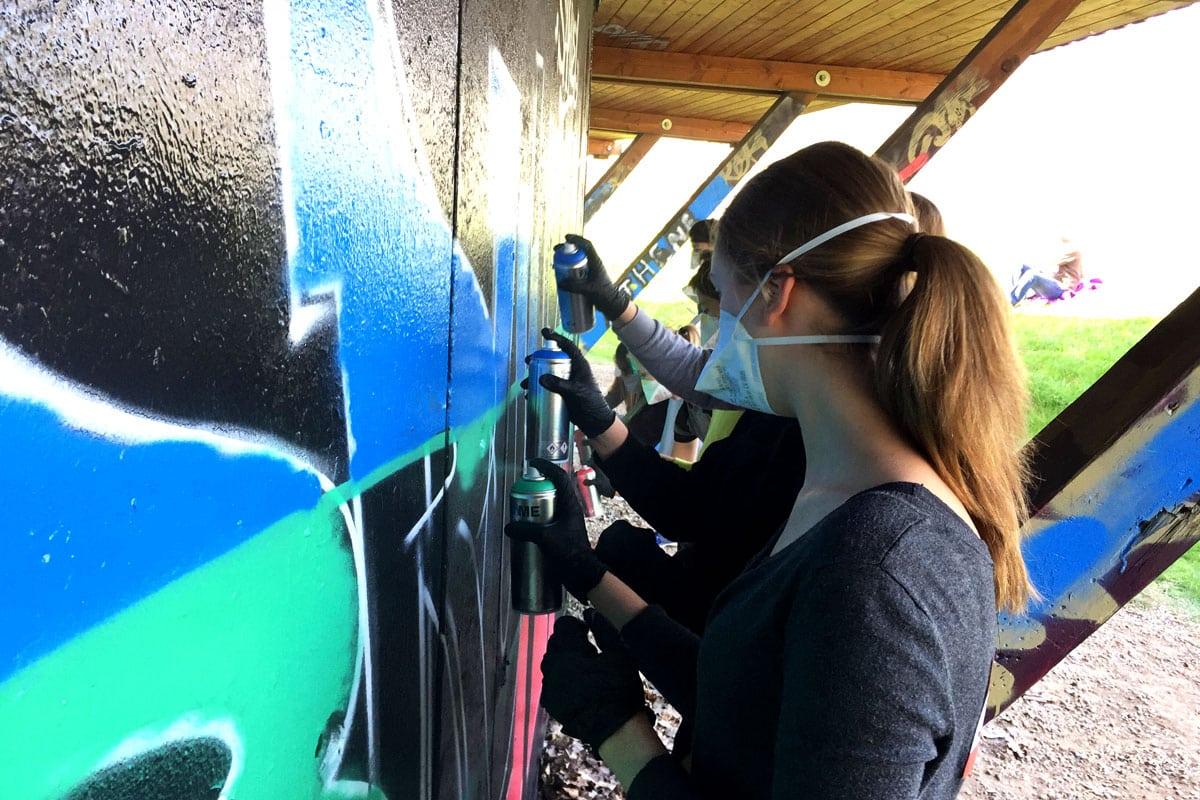 Um den 13. Geburtstag von Samuel gebührend zu feiern, haben wir mit ihren Gästen ein coolen Graffiti kindergeburtstag geplant