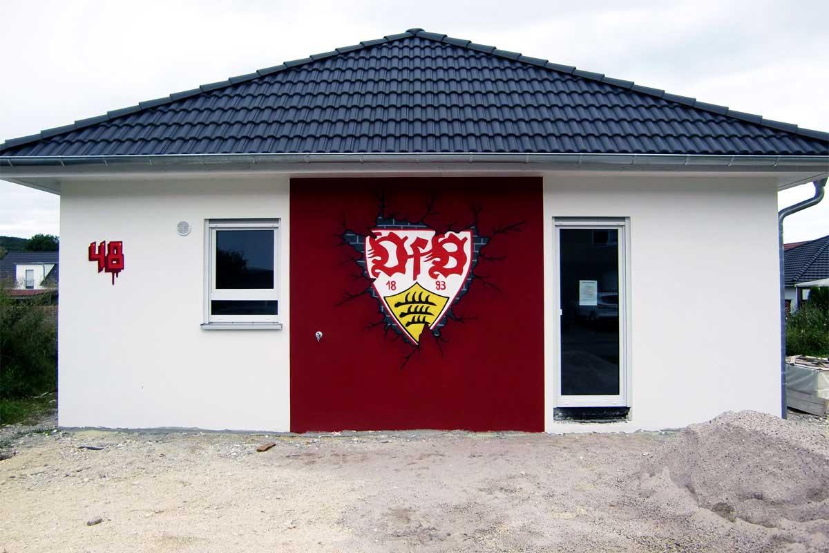 Graffiti-Stuttgart.de wurden beauftragt das VFB Vereinslogo großflächig auf die Außenwände der Wohnhaus Fassade zu gestalten!