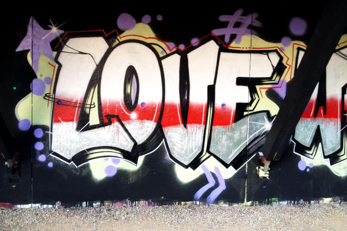 """Graffiti Teambuilding """"Hurra Communications"""" Flo malte mit der Belegschaft von Hurra Communications einen stylischen Schlachtruf im Graffiti Style!"""