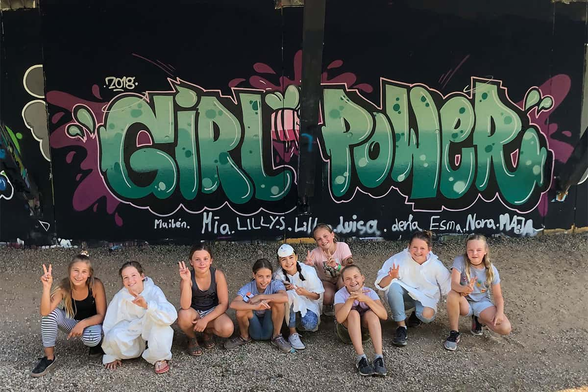 Um den Geburtstag von Maja gebührend zu feiern, haben wir von Graffiti-Stuttgart mit ihren Gästen ein cooles Graffiti an der Außenwand vom Camp Feuerbach gemalt.
