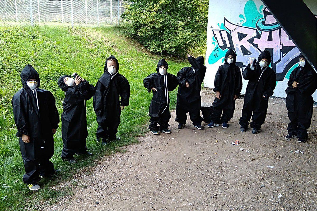 Um den 8. Geburtstag von Samuel gebührend zu feiern, haben wir mit seinen Gästen ein coolen Graffiti Kindergeburtstag gesprüht!