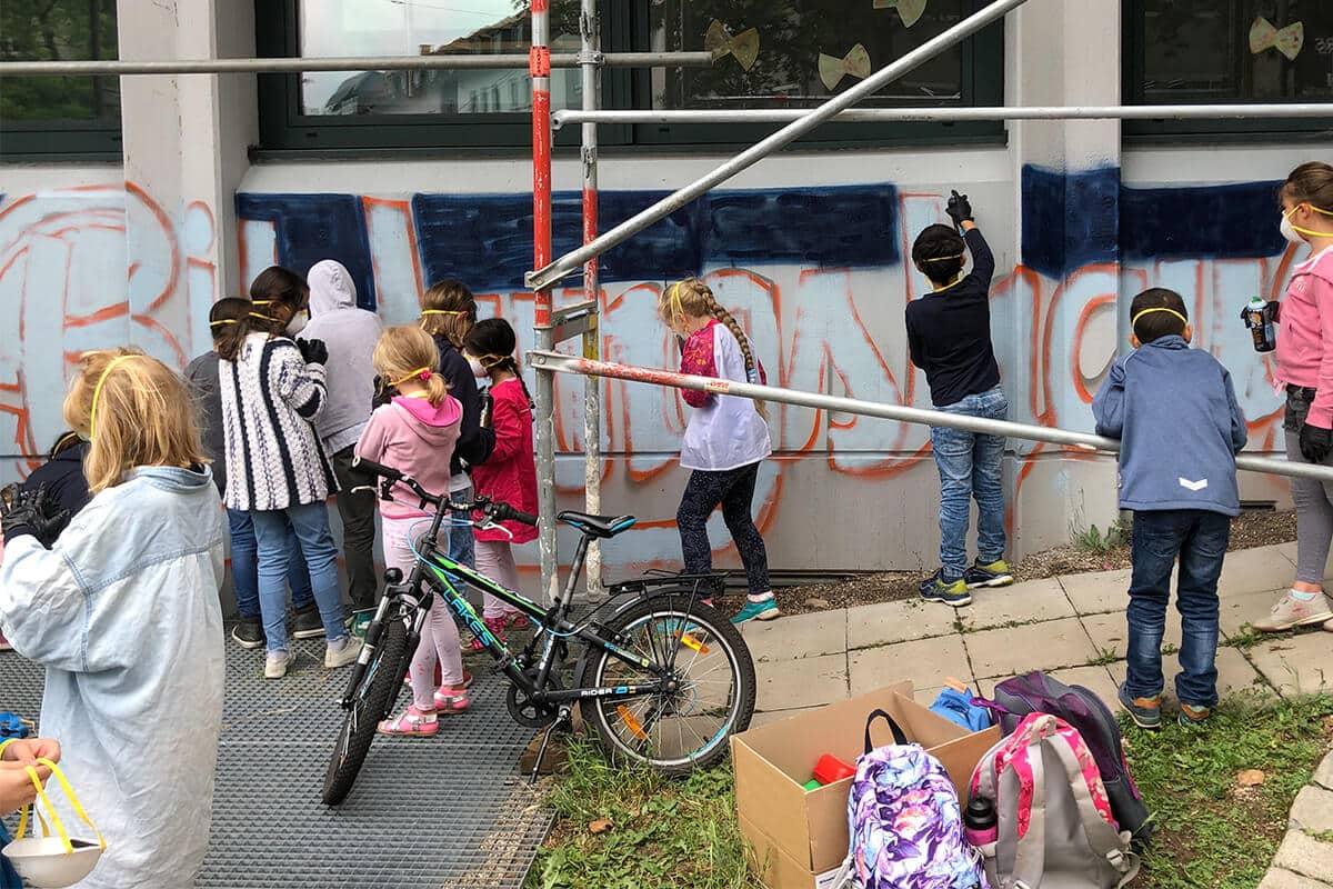 Wir wurden von der Galileo Grundschule in Stuttgart zum zweiten Mal für einen Graffiti Workshop beauftragt.