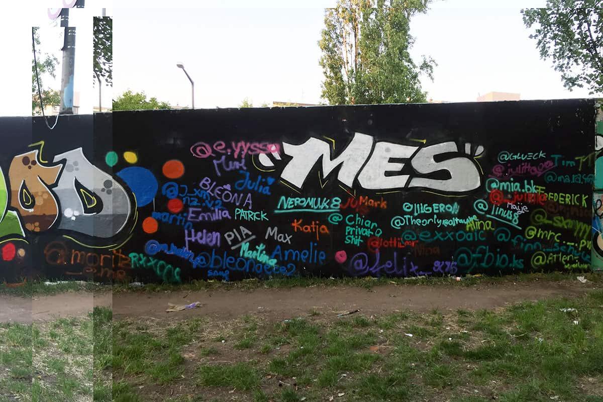 Klassenfahrt mal anders! Wir von Graffiti Stuttgart haben mit der 8. Klasse der Matthias Erzberger Schule aus Biberach an der Riß auf Ihrer Klassenfahrt ein cooles Graffiti in der Hall of Fame gemalt.