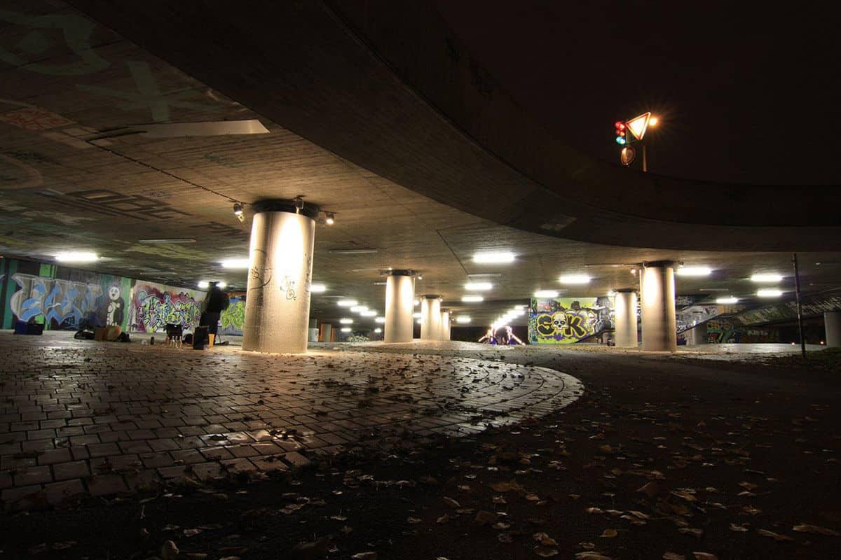 Die Graffiti Hall of Fame Stuttgart Bad Cannstatt ist ein Ort an dem jeder auf den ausgewiesenen Flächen sich kreativ austoben kann. Die Hall of fame Stuttgart Bad Cannstatt ist erreichbar mit der U1, U2 und U11