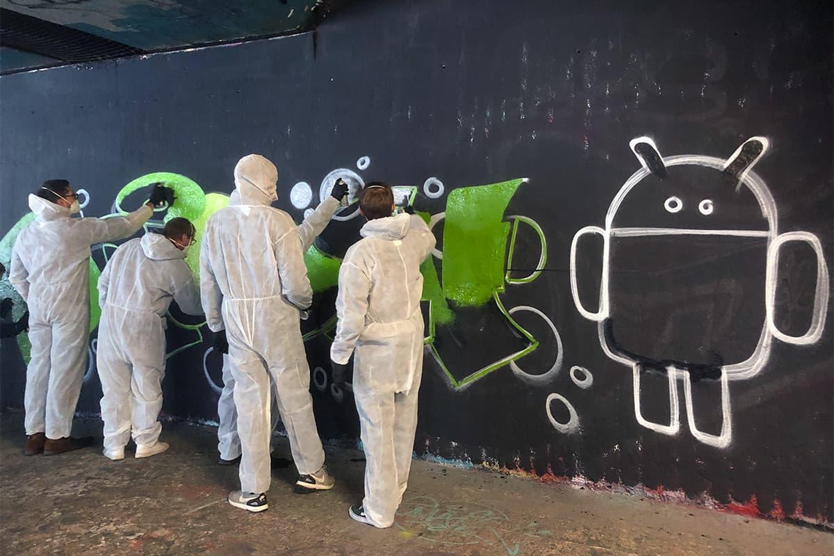 Weihnachtsfeier mal anders! Die Softwareentwickler von Adrodev haben sich gegen den Weihnachtsmarkt und für eine coole Graffiti Aktion entschieden!