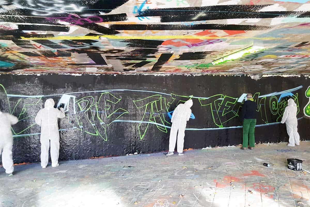 Teambuilding Workshop mal anders! Die Vertriebsinnendienst Mitarbeiter des TÜV Süd Filderstadt haben sich dieses Jahr für eine Graffiti Mitmachmalaktion als Abschlussevent entschieden.