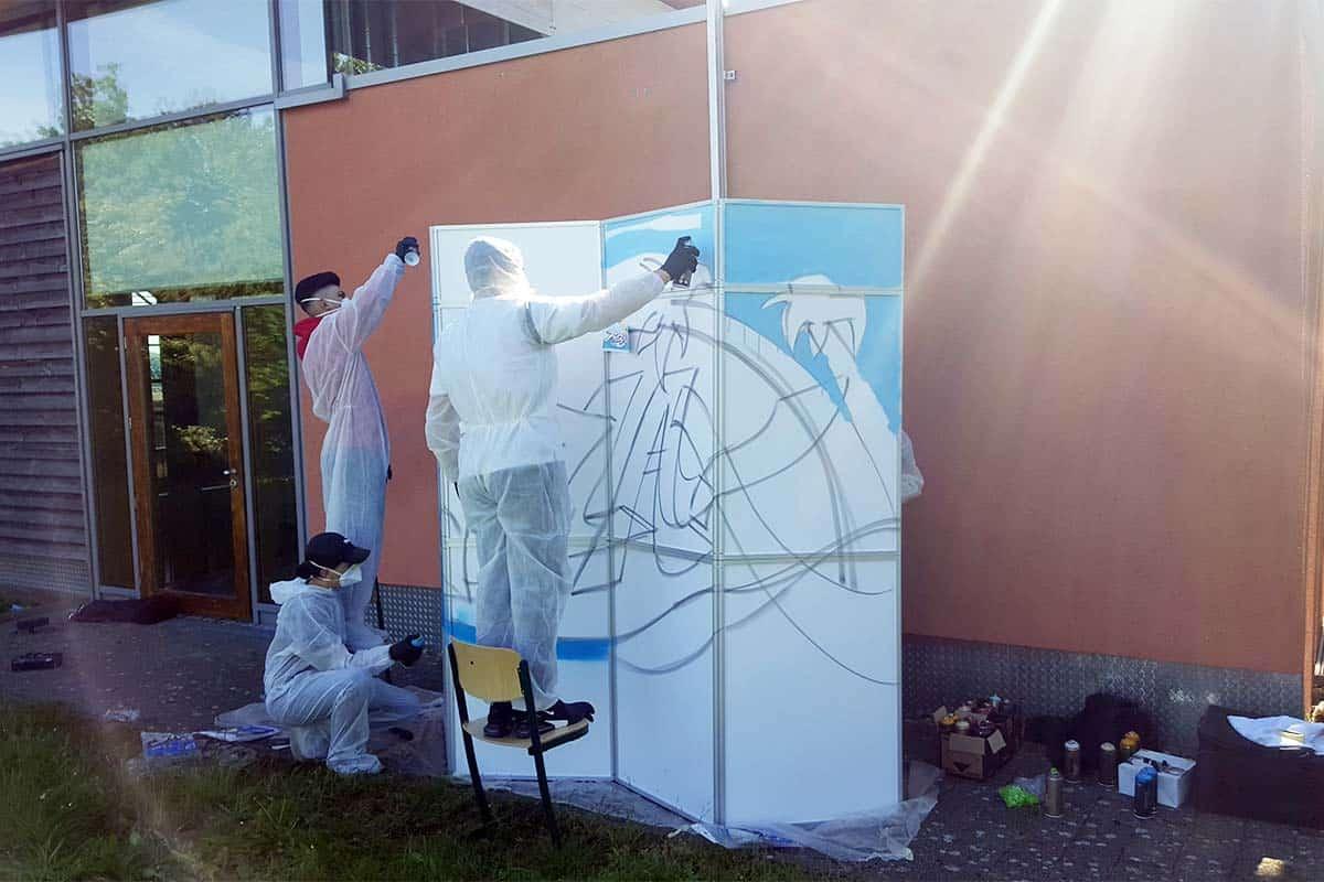 Zusammen mit der Berufliche Bildung haben wir mit den Schülern der Auf dem Laiern Schule Kirchheim a.N. einen Aufenthaltsraum kreativ gestaltet.
