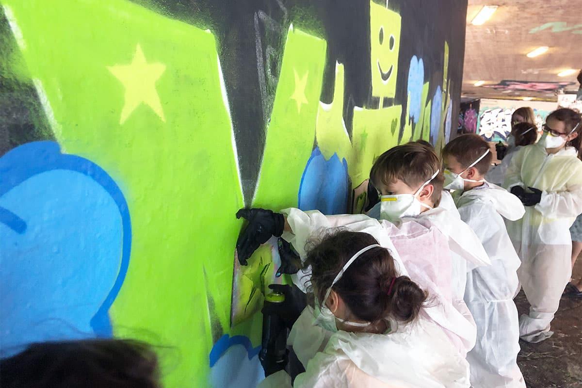 Um den 9. Geburtstag von Anouk gebührend zu feiern, haben wir von Graffiti-Stuttgart mit ihren Gästen ein coolen Graffiti Kindergeburtstag an der Hall of Fame Stuttgart Bad Cannstatt gefeiert.