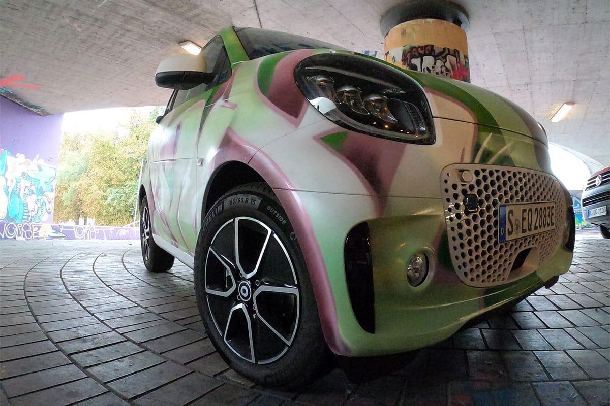 In Zusammenarbeit mit der Agentur Liganova haben unsere Künstler für den Fahrzeughersteller Smart drei Fahrzeuge gestaltet.