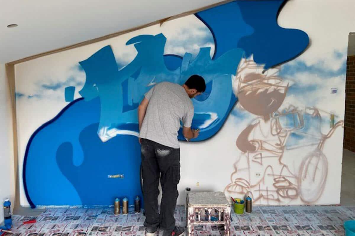 Graffiti Stuttgart wurden von Leo beauftragt sein Kinderzimmer in Essingen mit einem bunten Graffiti zu verschönern!