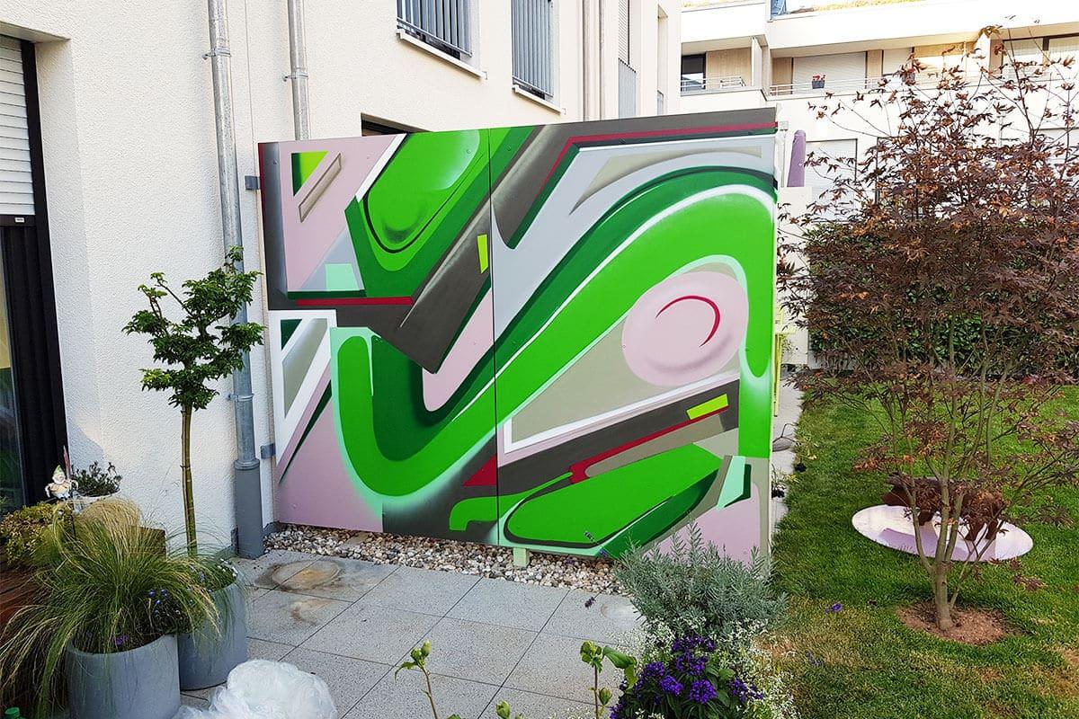 Die Familie Padberg aus Leinfelden-Echterdingen beauftrage uns den grauen Sichtschutz auf Ihrer Terrasse mit einem Farbenfrohen Graffiti zu verschönern.