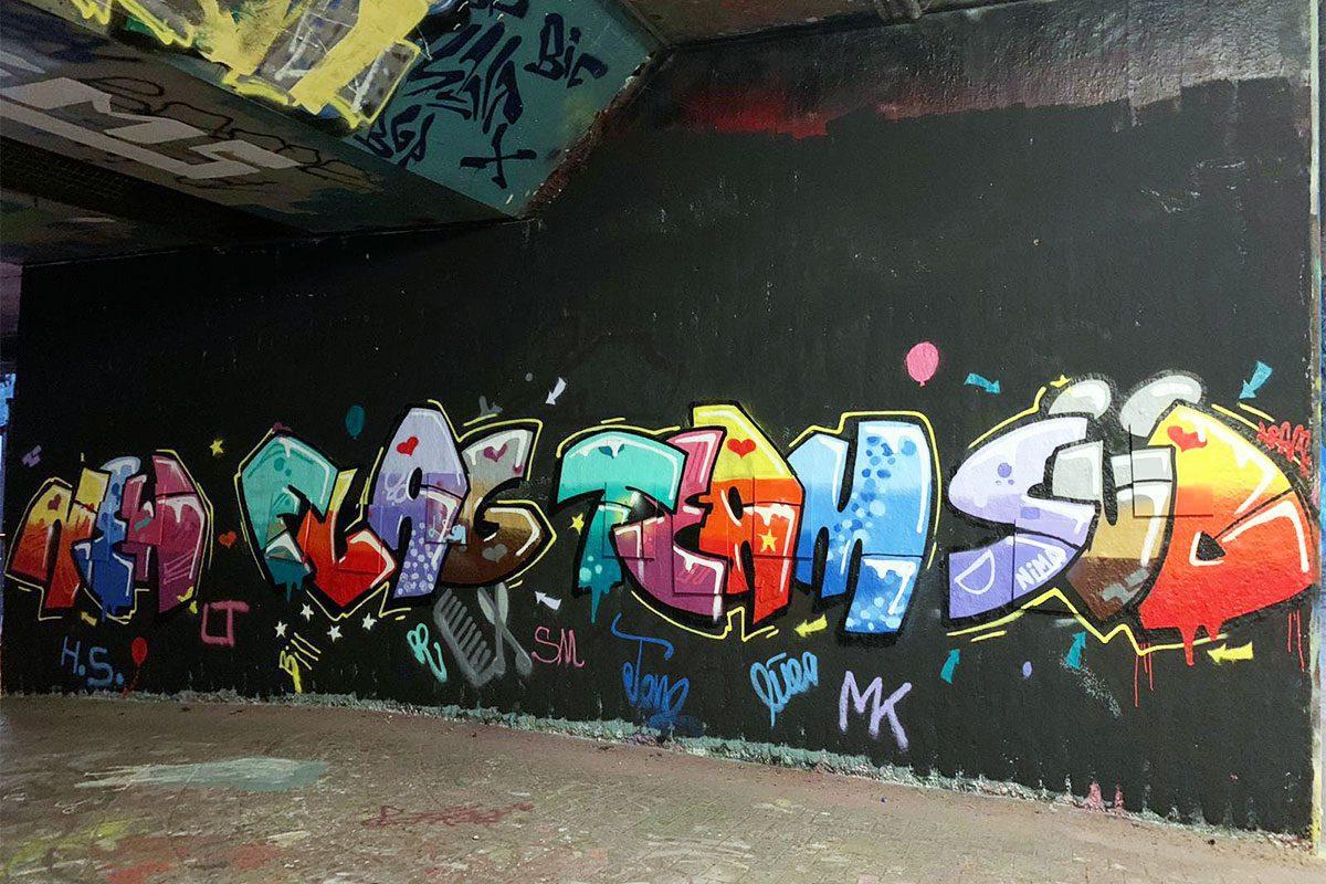 Graffiti Firmenevent Teambuilding Stuttgart NEW FLAG TEAM SÜDWorkshop mal anders! Die Buchhaltungsabteilung der Firma ENBW aus Karlsruhe haben sich dieses Jahr für eine Graffiti Mitmachmalaktion entschieden.