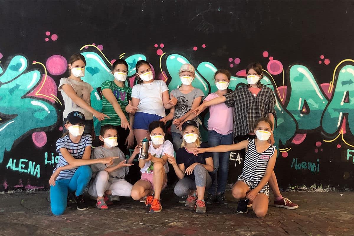 Um den 11. Geburtstag von Liane gebührend zu feiern, haben wir von Graffiti-Stuttgart mit ihren Gästen ein coolen Graffiti Kindergeburtstag an der Hall of Fame Stuttgart Bad Cannstatt gefeiert.