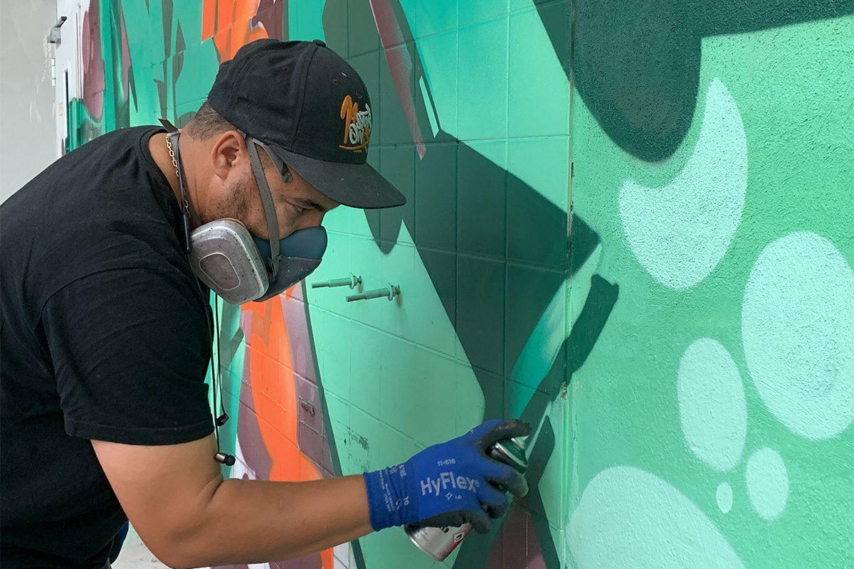 PRESSE ESSLINGER ZEITUNG: Alte Druckhalle wird zu Graffiti-Leinwand