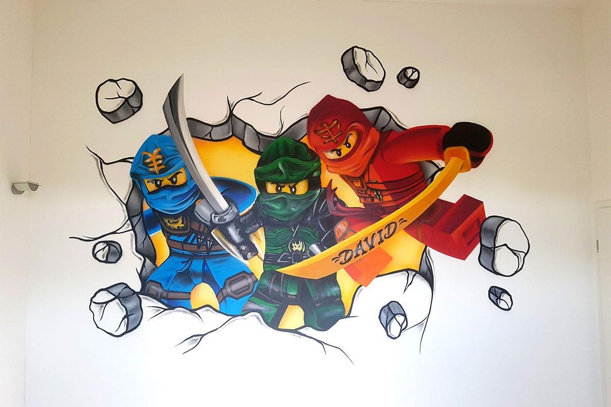 Für unseren 6-jährigen Kunden aus Weil der Stadt haben wir eine Wand von seinem Kinderzimmer mit einem farbenfrohen Lego Ninjgo Graffiti gestaltet.