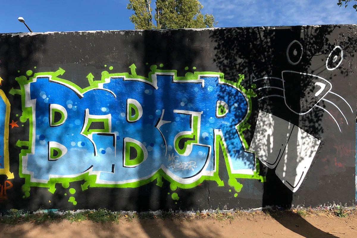 Der Graffiti Workshop Stuttgart Volkshochschule Fellbach September 2020 waren zwei richtig kreativere Tage! Zusammen mit den Teilnehmern haben wir geplant, gezeichnet und selbstverständlich gesprüht. Teilnahmen am zweitägigen Kurs konnte jeder ab 10 bis 100 Jahren.
