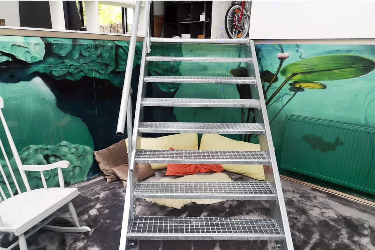 Für unseren Kunden aus Murrhardt haben wir sein neues Jugendzimmer in einem ehemaligen Hallenbad mit einer coolen Unterwasserwelt gestaltet.