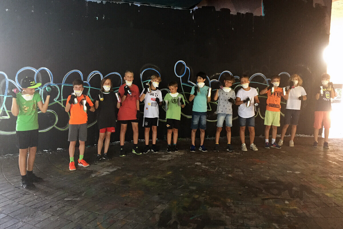 zum 11. Geburtstag von Julius & Julian haben wir von Graffiti Stuttgart mit Ihren Gästen einen coolen Graffiti Kindergeburtstag gefeiert.