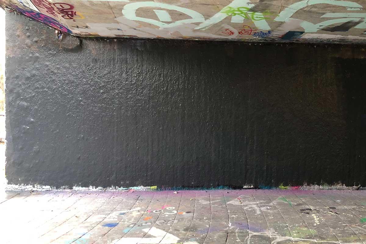 """Graffiti Familienevent """"L-MOBILE"""" Zusammen mit der Familie Widmann planten und sprühten wir ein riesengroßes Graffiti!"""