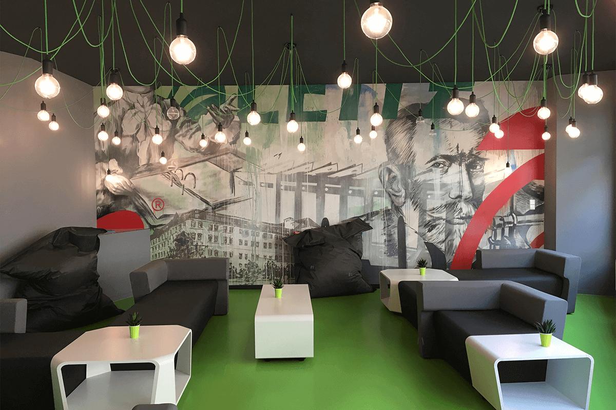 Von der LEITZ ACCO Brands GmbH & Co KG wurden wir beauftragt ihre frisch in Feuerbach ihren renovierten Pausenraum mit einem farbenfrohen Graffiti zu gestalten.