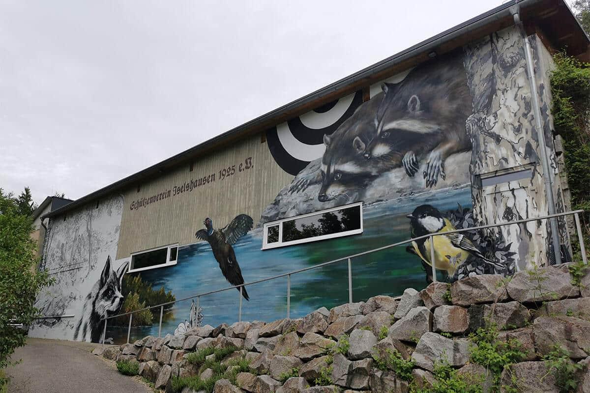 in Zusammenarbeit mit dem Schützenverein Iselshausen 1925 eV aus dem Landkreis Calw haben wir zum zweiten Mal die Fassade des Schützenhauses gestaltet.