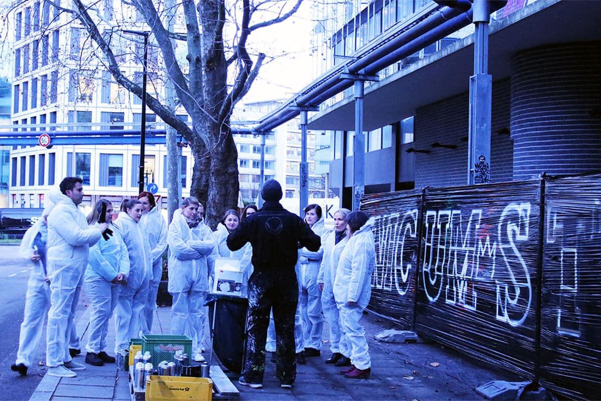 Weihnachtsfeier mal anders! Die Physiotherapeuten von Unicum haben sich gegen den Weihnachtsmarkt und für eine coole Graffiti Aktion entschieden!