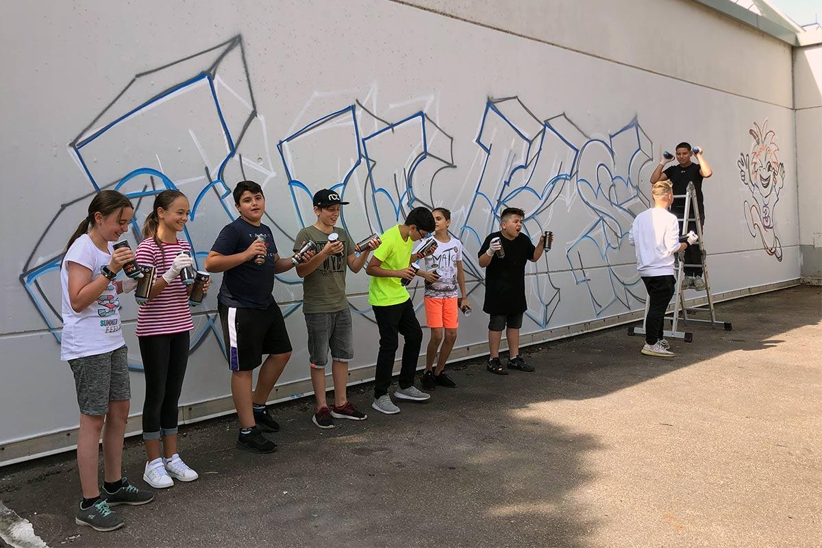 Für das Jugendzentrum JUKS hoch 3 in Schramberg im Landkreis Rottweil haben wir dieses Jahr im Rahmen des Sommerferien-Programms einen Graffiti-Workshop durchgeführt.