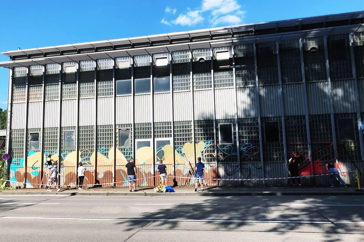 """zusammen mit der Mobilen Jugendarbeit Aalen haben wir wie jedes Jahr ein Sommerferien Graffiti Workshop ausgerichtet. Dieses Jahr unterstützte uns in der Organisation der Verein """"Double A""""."""